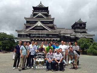 熊本城前で集合写真